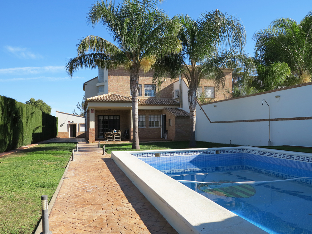 Luxury villa for sale Monserrat Valencia – Ref: 015605