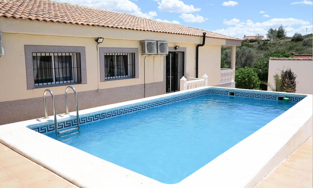 Modern villa great for rentals for sale in Montroy Valencia – Ref: 016628