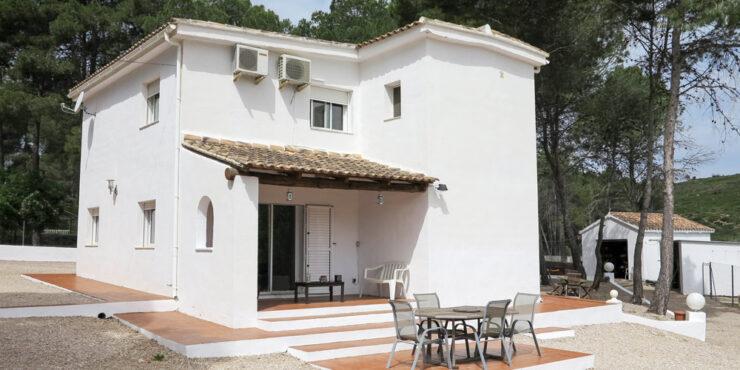 White-washed villa for sale in Macastre, Valencia – 019827SOLD