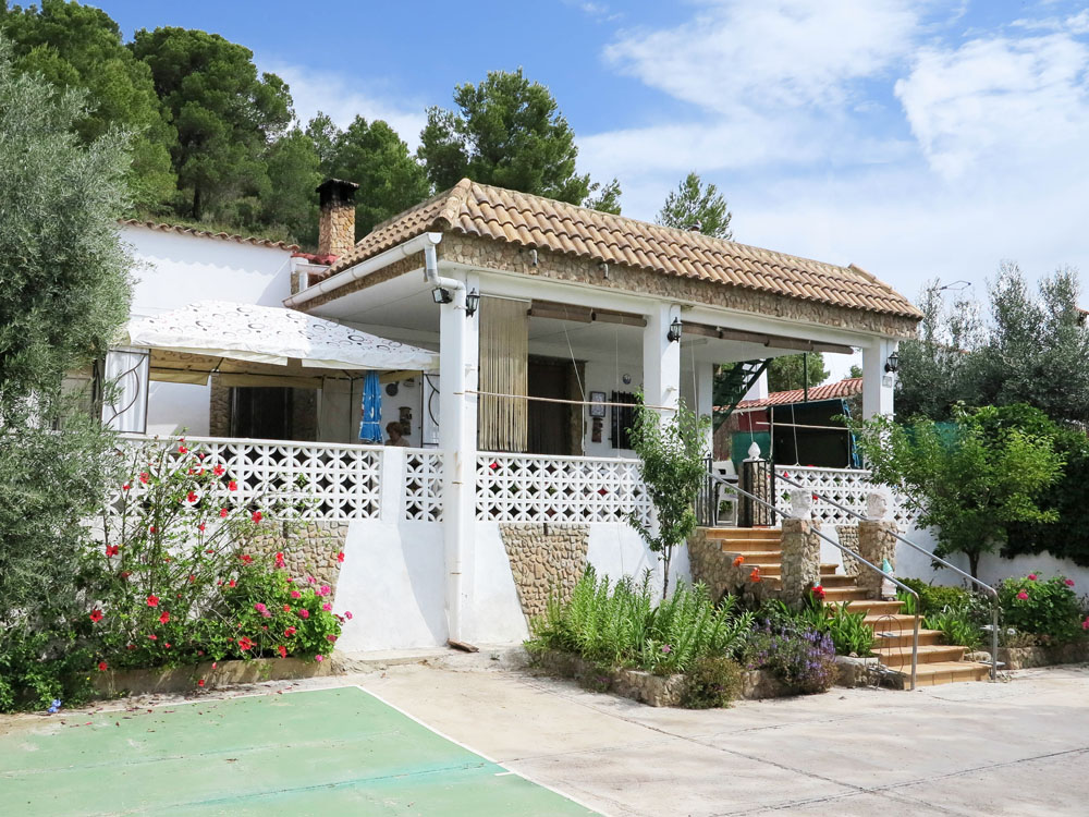Country property for sale near Valencia