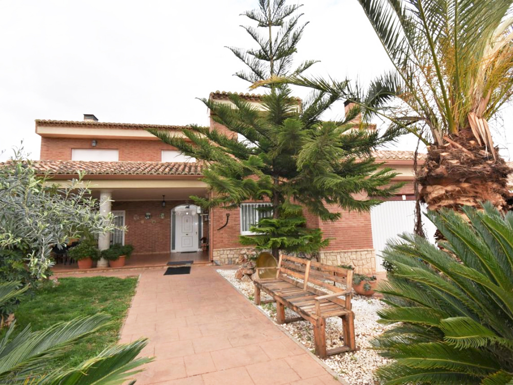 Impressive family home for sale in Monserrat, Valencia – 019838