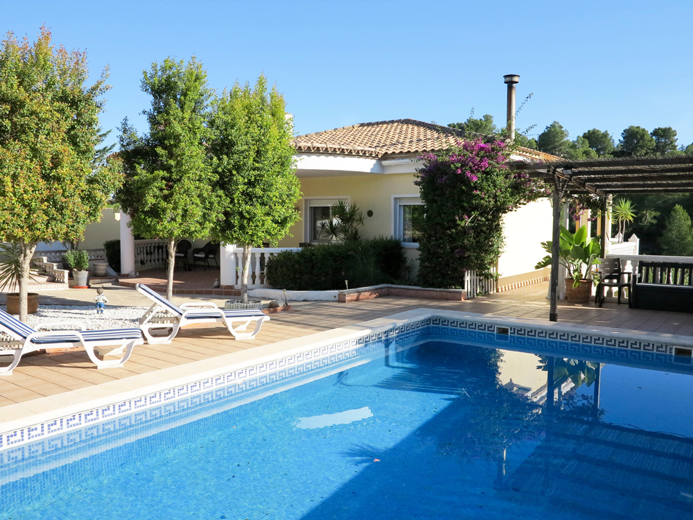 Well presented villa for sale in Alberic, Valencia – Ref: 019856