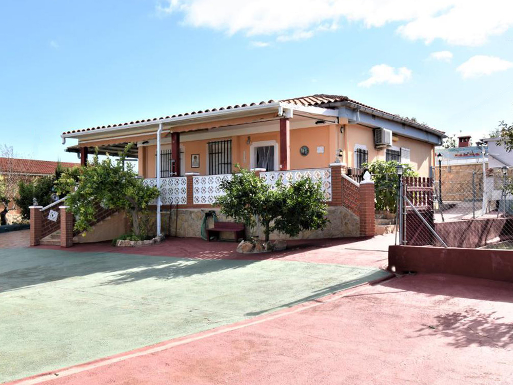 Elevated villa with great views near Monserrat, Valencia – 019858