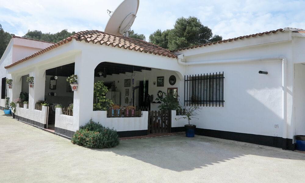 Ibiza-style villa for sale near Alberic, Valencia – 020873