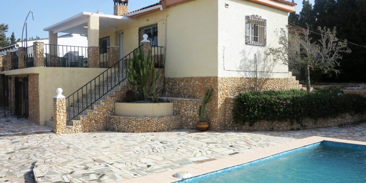 Charming villa for sale in Monserrat, Valencia with 2 apartments – 020877Featured