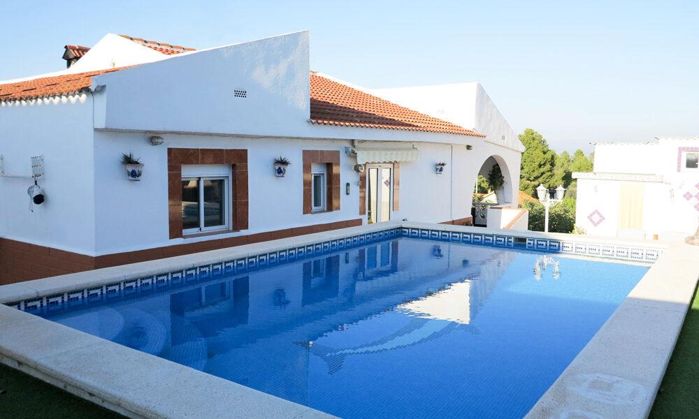 Villa for sale in Pedralba Valencia with separate apartment – 020896