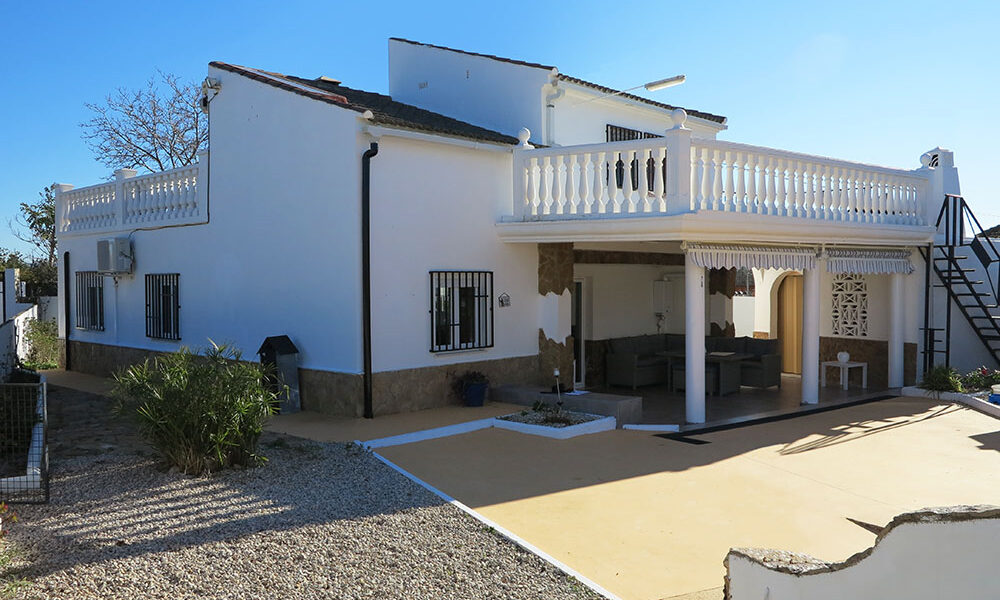 Modern and refurbished villa for sale in Montroy, Valencia – 021898
