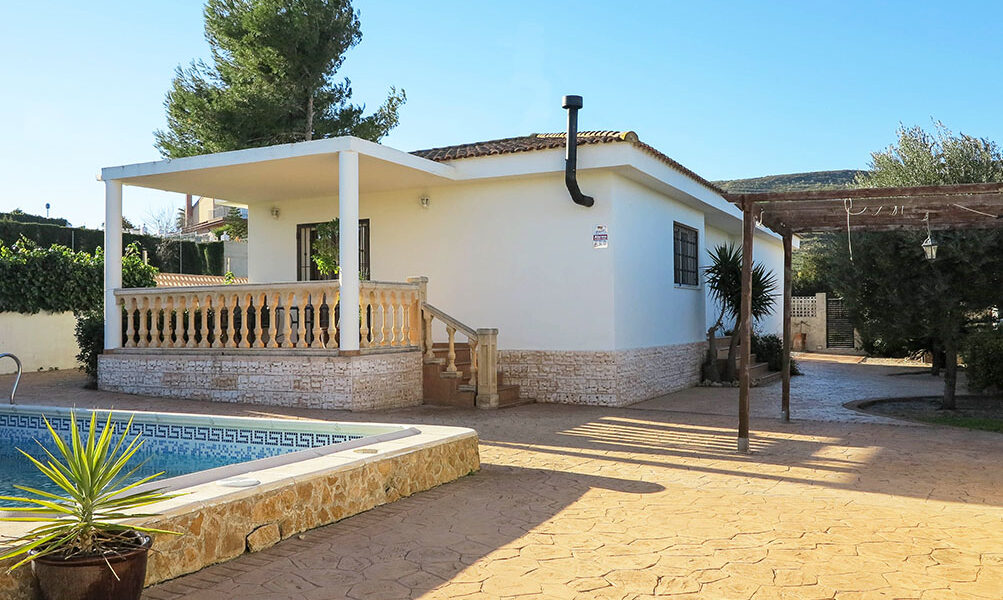 Modern villa with stamped concrete driveway for sale in Montroy, Valencia – 021902