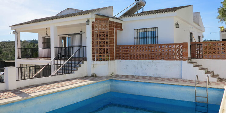 Large, solar-powered villa for sale in Picassent, Valencia – 021908