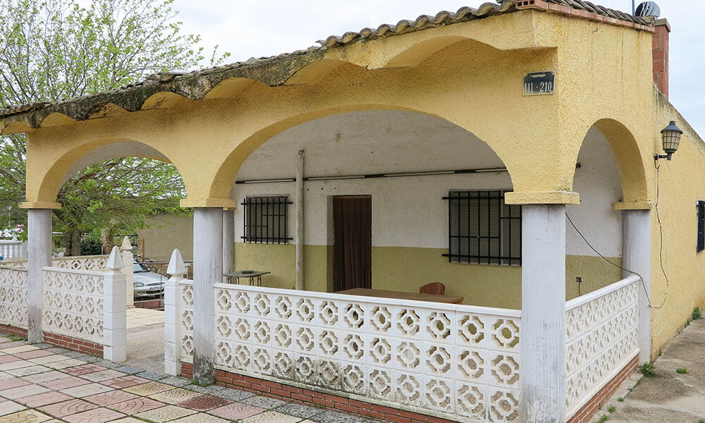 Cheap six-bedroom property for sale in Montroy, Valencia – 021913