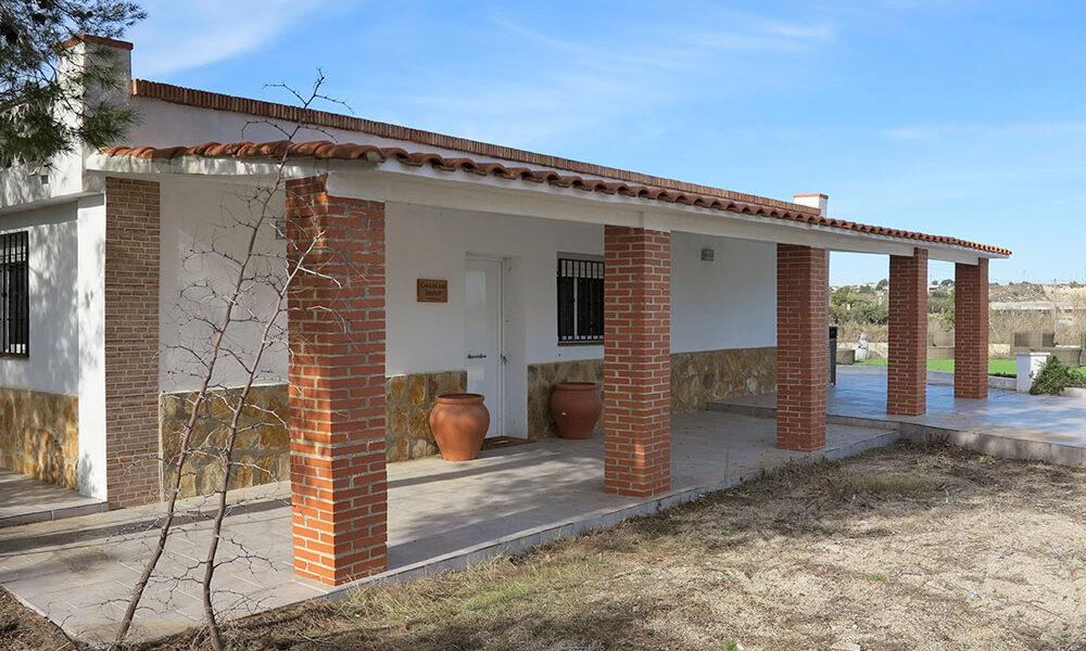 Bargain villa for sale in Turis, Valencia with panoramic views – 021899