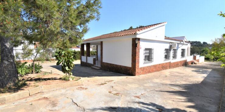 Spacious villa for sale on a quiet urbanisation in Monserrat, Valencia – 021914