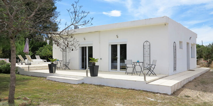 Desirable villa with distant sea views for sale in Monserrat, Valencia – 021920SOLD
