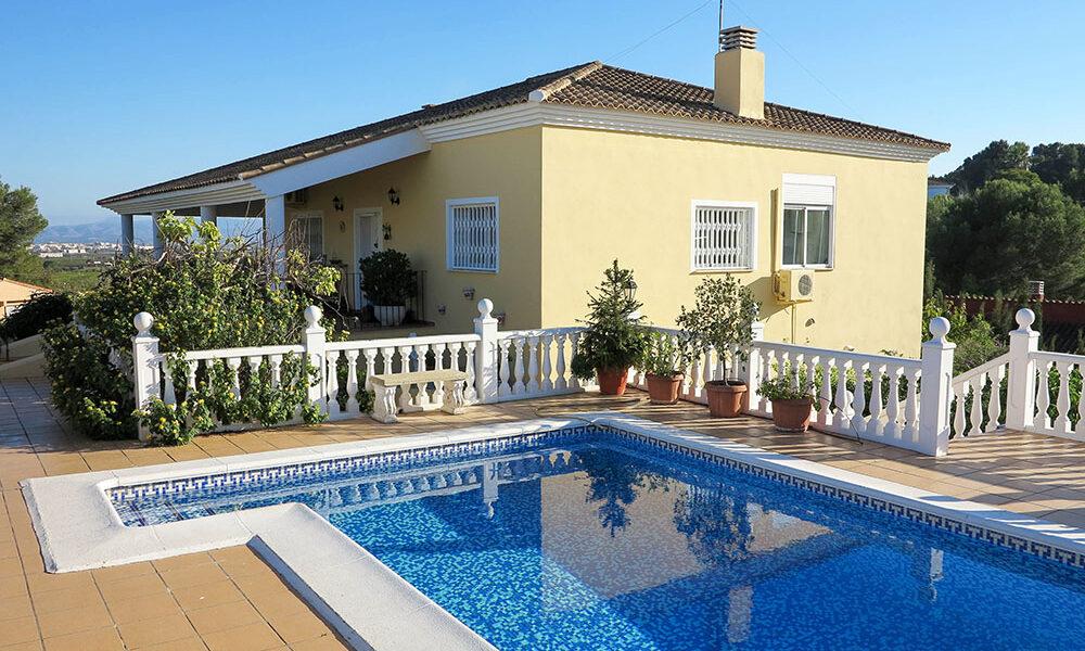 Impressive villa for sale in Alberic, Valencia – 021921