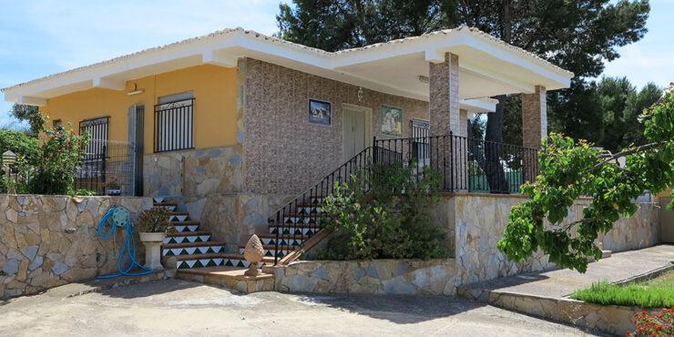 Charming villa with lovely views in Monserrat, Valencia – 021922
