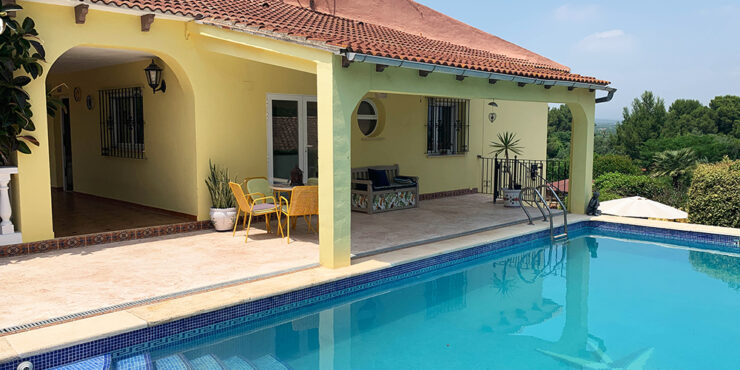 One of our large houses for sale in Alberic, Valencia – 021924