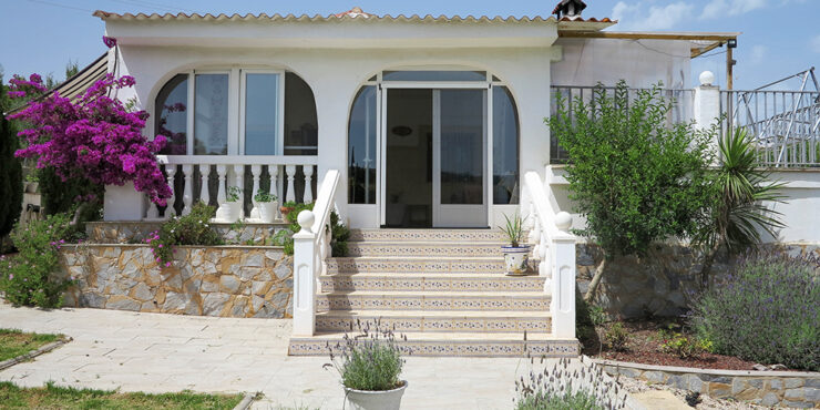 Large villa with separate apartment for sale in Turis, Valencia – 021925