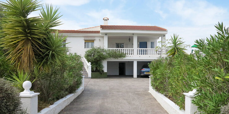 Attractive villa situated on a small urbanisation just outside Monserrat, Valencia – 021933SOLD