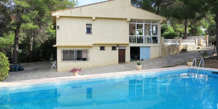 Villa for sale on the San Cristobal urbanisation in Alberic, Valencia – 021938